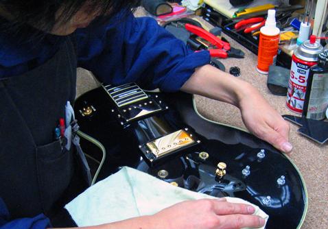 セカンドハンズの中古楽器は熟練スタッフによる調整が施されています!